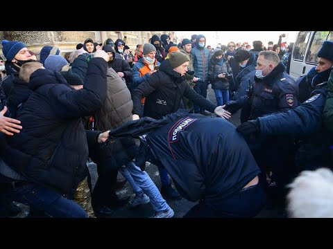 الشرطة الروسية تعتقل عشرات الأشخاص وسط دعوات للتظاهر دعما للمعارض أليكسي نافالني  - نشر قبل 5 ساعة