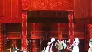 Падение на шоу Ромео и Джульетта