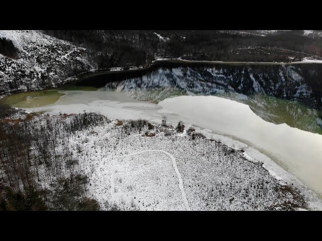 Offensee im Winter Drohnenclip - Urlaub im Salzkammergut
