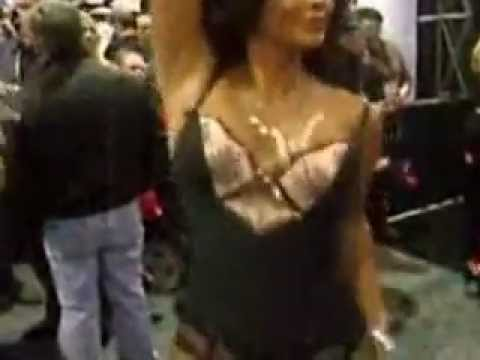 Demi Lovato Explains Her Nude, No-Makeup Photo Shoot   Vanity FairKaynak: YouTube · Süre: 1 dakika41 saniye