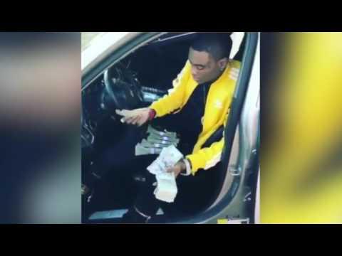 Soulja Boy Flexing Money Despite Begging Fans For Money In Exchange For A Follow