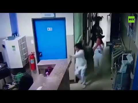Assassins disguised as doctor & policeman kill inmate in hospital, Ecuador