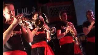 Gur Nalon Ishk Mitha - Bollywood Brass Band