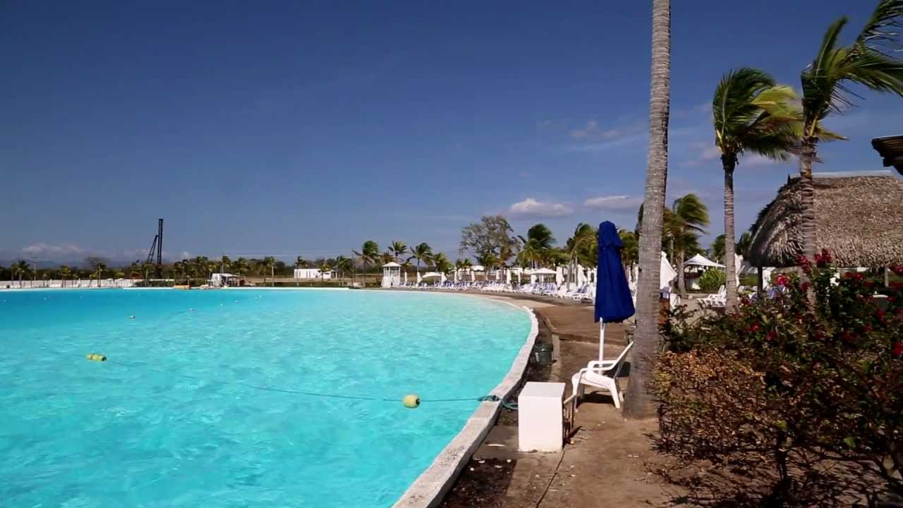 World 39 s second largest swimming pool youtube for Largest swimming pool in the us