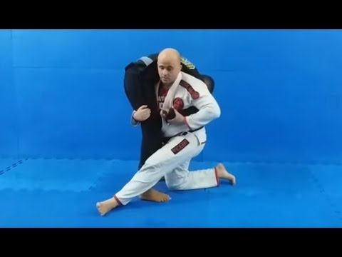 JIU-JITSU. KATA-GURUMA enrolando o braço do adversário!