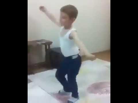 شاوي أمازيغي جزائري صغير يبهربالرقص...Danse Chaoui algérien thumbnail
