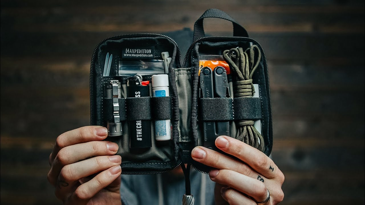 PHOTOGRAPHERS EMERGENCY POUCH (15 things you need in your