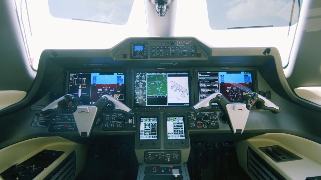 Meet the Training Aircraft | Emirates Flight Training Academy - YouTube
