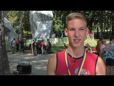 ТРК РИТМ: Напередодні Дня Фізичної культури та спорту у Рівному відбулися змагання з альпінізму