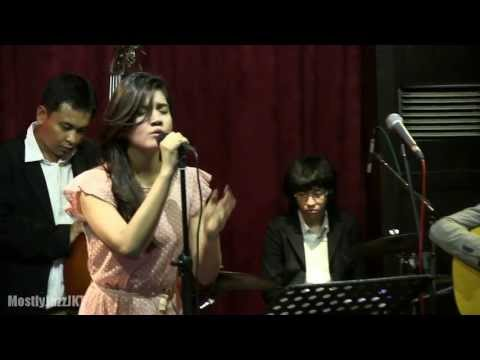Monita Tahalea - Saat Teduh @ Mostly Jazz 21/08/13 [HD] Travel Video