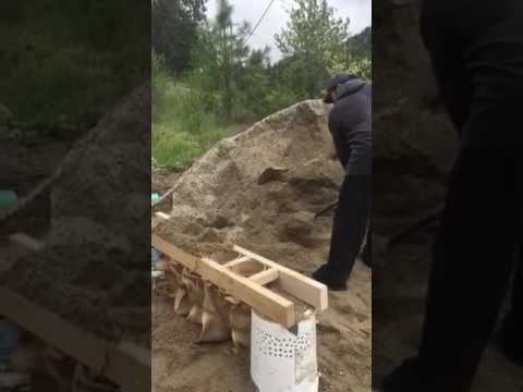 One Man Sandbag 50 Per Hour Fill And Placed (Quick N Easy)