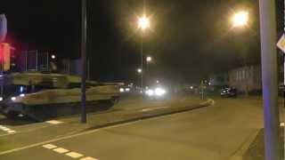 Eine große Leopard 2 Panzer Kolonne in Gütersloh um 22.00 Uhr