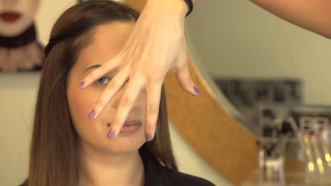 How to Look Good for Middle School Wearing Mascara, Lipstick & Blush : Makeup Tips From a Pro