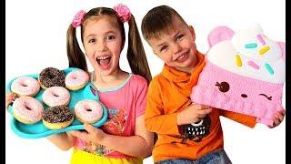 Ричард и Ринат меняют игрушки на сладости