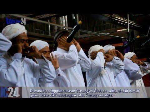 Adzan 7 Orang sekaligus di Masjid Walisongo
