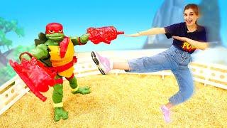 Мультики онлайн— Черепашки Ниндзя вшколе, аЛео сбежал сурока. Видео игрушки для детей