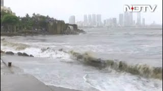Mumbai: चक्रवाती तूफान 'Vayu' की वजह से कई इलाकों में बारिश, चल रहीं तेज हवाएं