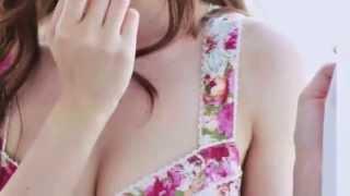 乃木坂46白石麻衣が初の水着ソロ写真集「清純な大人」を2014年12月10日...