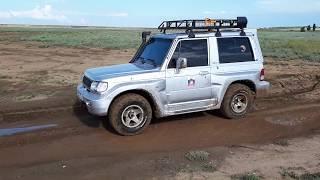 Hyundai Galloper по грязи