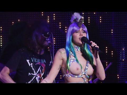 Miley Cyrus - Karen Don't Be Sad Live The Milky Milky Milk Tour Chicago