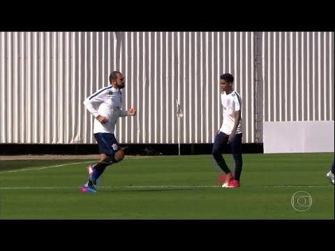 GE - Após longa ausência, Danilo participa de jogo-treino no Corinthians (04/07/2017)