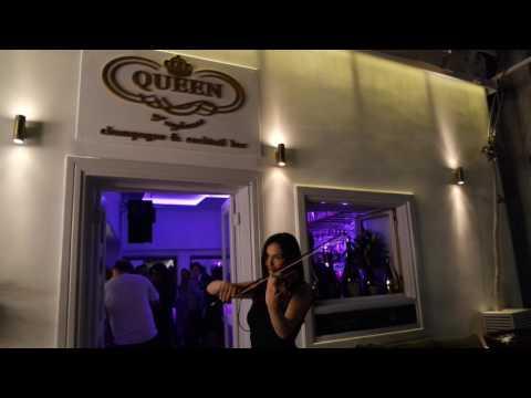 Mykonos Ticker Tv:  Queen bar Mykonos - Enjoy a drink with Live Violin Sound