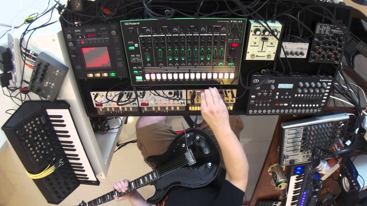 Psychedelic jam session - KORG ms-20, TR-8, analog four, line6, volca - (BURG - The saucer people) #1