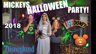 Mickey's Halloween Party at Disneyland! 2018 Full Experience | Treat Trails, Fireworks, Parade & fun