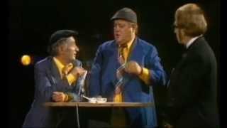 Repeat youtube video Gustav & Erich mit Heinz Quermann - Gastronomie in der DDR 1976