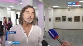 В Барнауле открылась выставка Никаса Сафронова