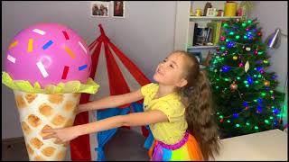 Маша и Мама играют в игру с игрушечным мороженым и продавцом Ice Cream