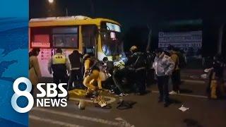 길 가던 시민들이 버스 깔린 20대 구조 / SBS