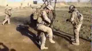 Американские военные танцуют перед пленным Lady GaGa Bad Romance