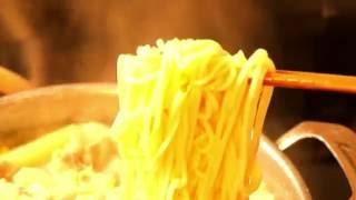 鍋の麺のシズル感