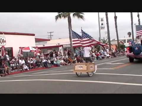 Jessica cruises on the 101 Cafe float at the Parade.wmv