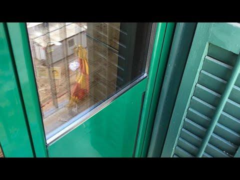 PUERTAS DE ALUMINIO EN COLOR RAL VERDE INSTALADAS EN BARCELONA