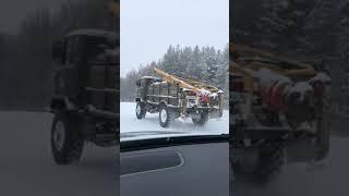 ГАЗ 66, легендарная Шишига. Хорошо идёт по укатанному снегу.