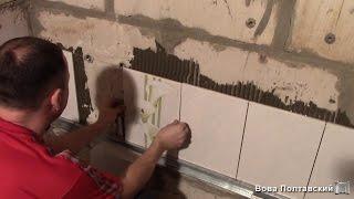 видео Как приклеить плитку в ванной: укладка плитки на стену