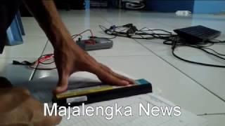 Cara membuka baterai laptop