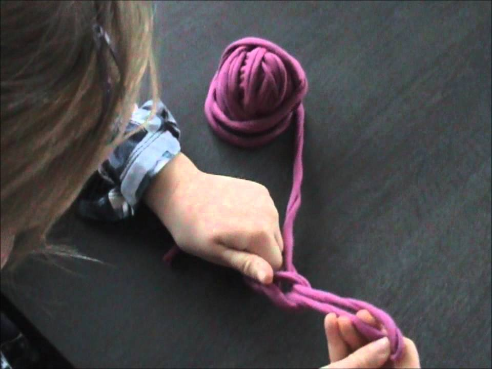 Crocheting With Your Fingers : Vingerhaak een ketting / crochet a chain with your fingers - YouTube