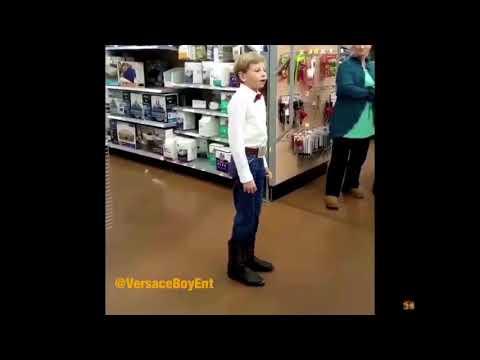 YODEL BOY ! PETIT COWBOY QUI CHANTE DANS UN SUPERMARCHÉ (Lovesick Blues by Hank Williams)