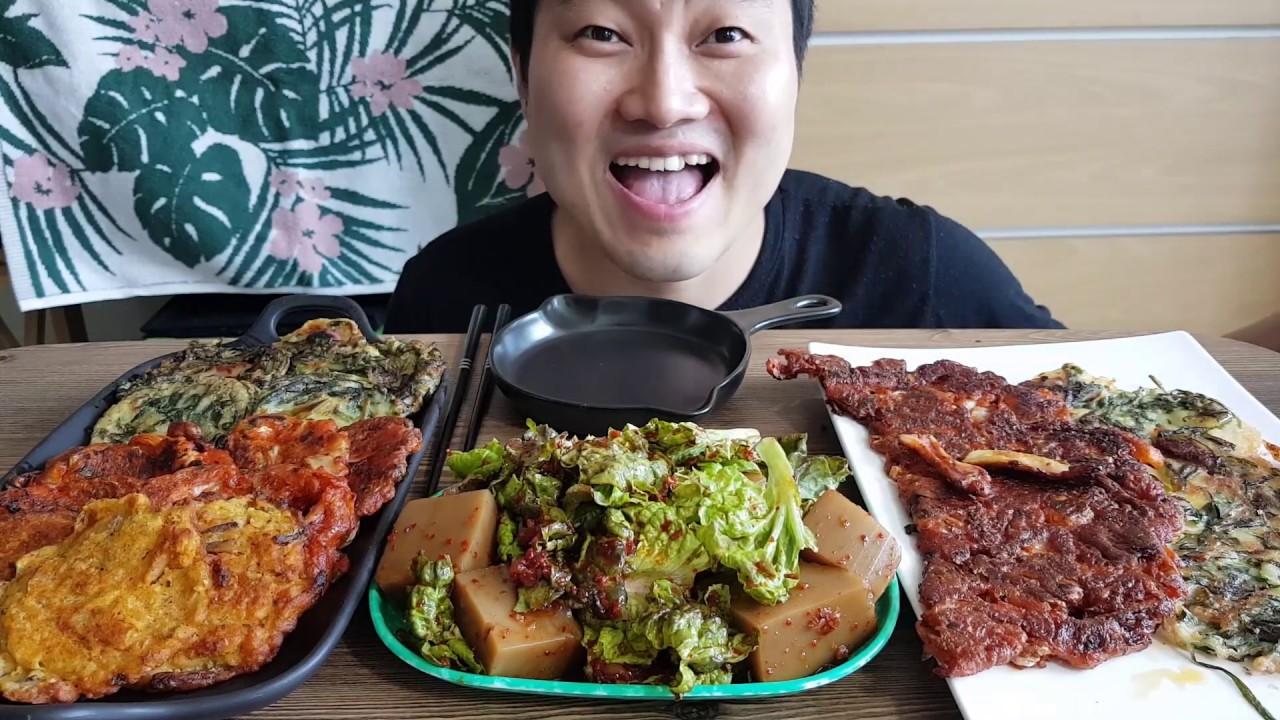 리얼먹방:o장마철엔 한국전통음식 도토리묵에 김치전이죠?! 부침개먹방 (ft.김치전 부추전 녹두전) KOREAN PANCAKE KimchiJeon EATING SHOW MUKBANG