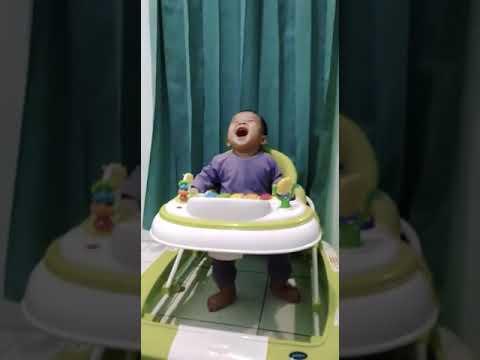 Bayi ibra ketawa ngakak lihat ayah bersin