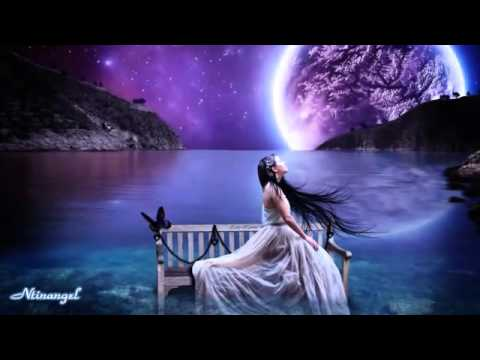Amira Willighagen Song to the moon