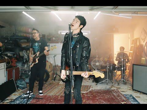 """Goody Grace - New Song """"Scumbag"""" Ft. blink-182"""