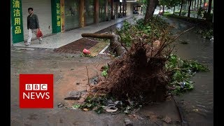 Typhoon wreaks havoc on Philippine town - BBC News