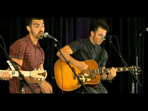 First Time - Jonas Brothers Live Acoustic Performance for Kiss 108 Boston [22/07/2013]