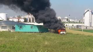 Thảm họa cháy trong khu vực xăng dầu-The car burns in the oil producing area