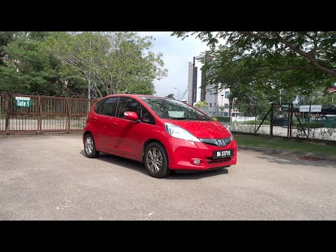 2013 Honda Jazz Hybrid Start-Up, Full Vehicle Tour, and Quick Drive