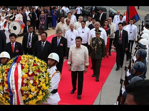 14 Dec 2016 Filipino President Lays Wreath at Independence Monument